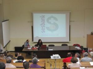 La compañera Inma exponiendo el estado del Sistema Sanitario en Castilla-La Mancha
